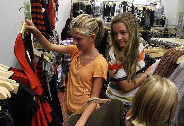 20 stores to buy clothes for teenage girls There are so many options when shopping for teenage girls clothing online. This store has dedicated sections for kids and teen girls clothing.